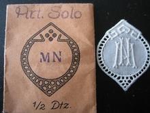 6 Monogrammen - N.V. - V.N.  29 x 24 mm