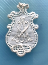 1 Monogram  A.V of V.A.  4,5 x 2,5 cm