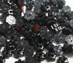 6 Bloemknoopjes - zwart  4 mm