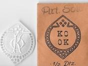 6 Monogrammen - K.0. - 0.K. 37 x 29 cm
