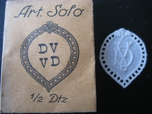 6 Monogrammen - K.T. - T.K. 29 x 24 mm