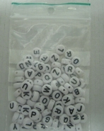 Zakje met 100 letterkralen 7 mm