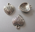 1 Tibetan Silver Heart 19 x 15,5 mm