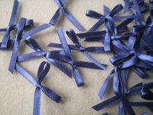 4  donkerblauw strikjes 6 mm